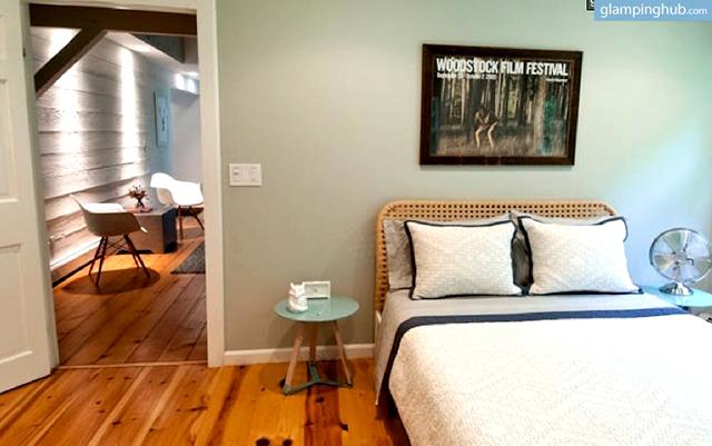 cabin-barn-retreat-woodstock-new-york13