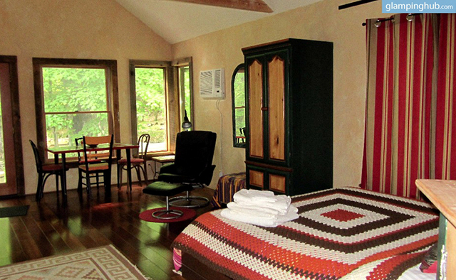 modern-renovated-barn-secluded-catskill-park-woodstock-ny-4