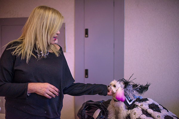 ZZ getting some advice from mom at the Doggies and Tiaras Pageant. Image via Cheyenne Cohen.