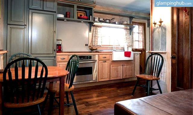 getaway-nyc-unique-renovated-barn-27-acre-farm-2