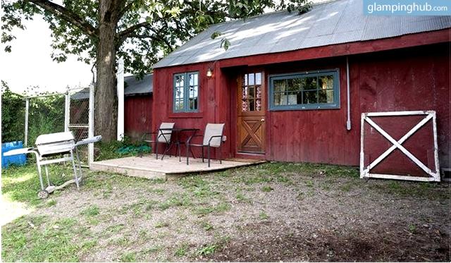 getaway-nyc-unique-renovated-barn-27-acre-farm
