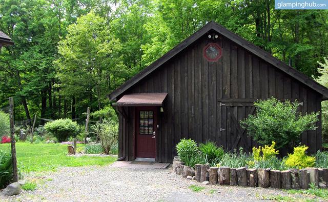 modern-renovated-barn-secluded-catskill-park-woodstock-ny